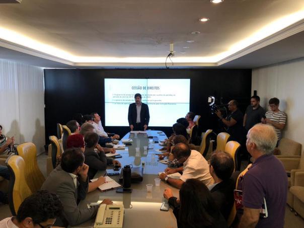 O secretário Aldemir Freire explicou os planos aos representantes dos servidores públicos