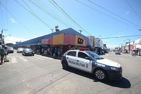 Ao longo do fim de semana, policiais militares e bombeiros realizaram fiscalização no Alecrim para cumprimento do isolamento