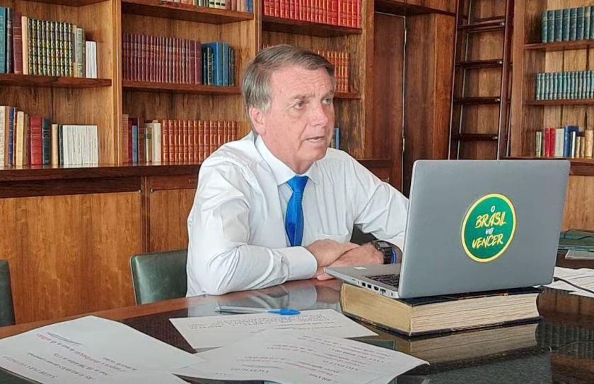 Bolsonaro granted an interview this Monday morning