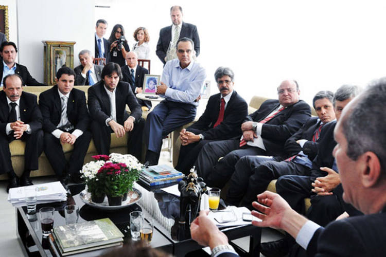 Henrique reúne líderes partidários em almoço e o assunto do dia foi a votação do Código Florestal