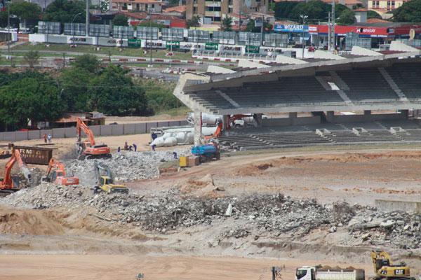As obras iniciais do estádio Arena das Dunas estavam sendo abastecidas pelo piçarro fornecido pela JC de Oliveira, que opera na APA de Jenipabu por força de uma liminar