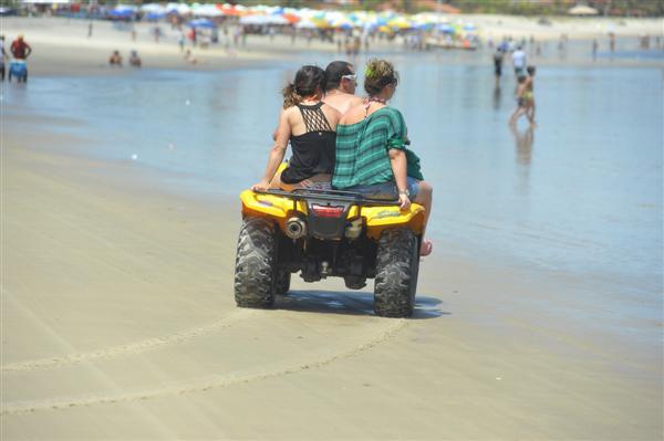 Tráfego de triciculos também é comum na praia