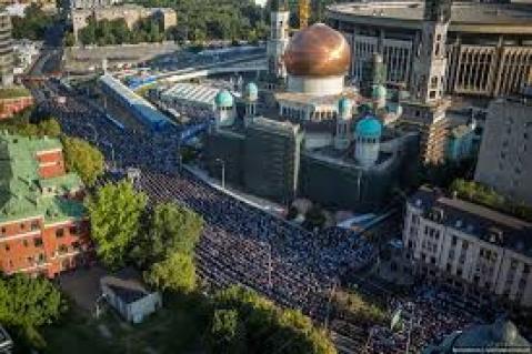 ARN00120040015113197_Muslim_St_Petersburg_Jalani_Puasa_22_Jam_Setiap_Hari