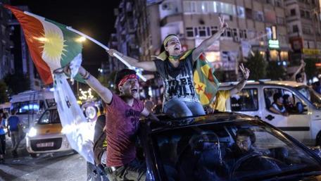 ARN0012004001511357_Pendukung_Partai_Rakyat_Demokratik_Pro_Kurdi_Merayakan_Kemenangan