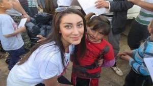 0013-wanita-cantik-ini-demi-bantu-Pengungsi-Yazidi