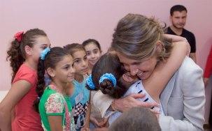 Asma Assad peluk putri pejuang