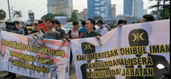 Demo Massa depan Kantor PKS