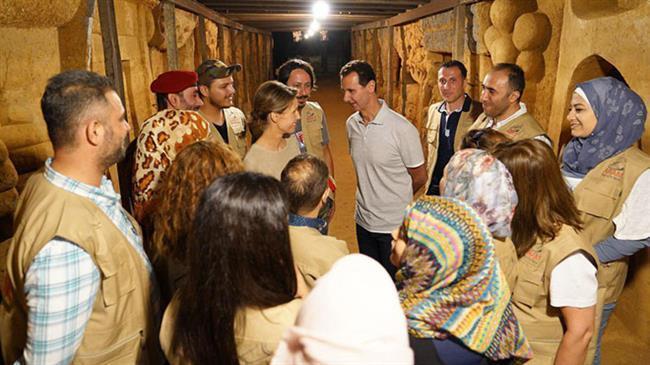 """Bashar Assad Kunjungi """"Terowongan Kematian"""" di Ghouta Timur"""