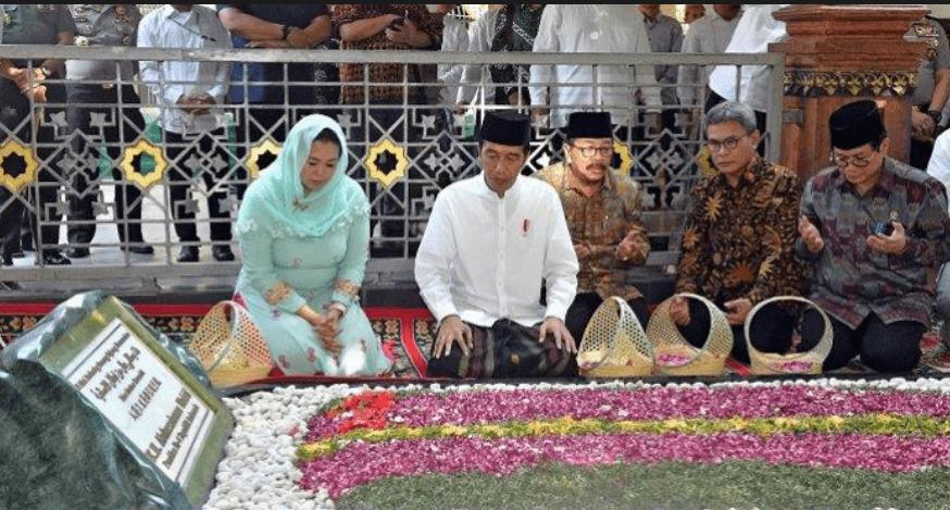 Jokowi Ziarah ke Makam Pendiri NU dan Gus Dur