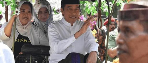 Jokowi naik andong