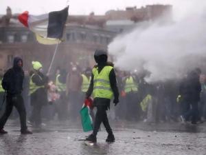 VIDEO: Bentrokan Kembali Pecah di Minggu ke-15 Demo Rompi Kuning Prancis