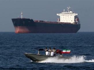 Patroli angkatan laut Iran di Teluk Persia