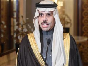 Puji AS atas Pembunuhan Soleimani, Zarif Hajar Menlu Saudi dengan Pukulan Hook