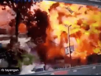Video: Ledakan Dahsyat Bom Truk di Barat Laut Suriah, Puluhan Orang Tewas