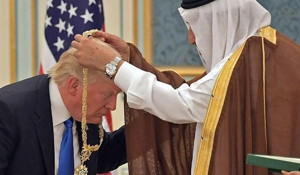 Majalah Prancis: Putra Mahkota Saudi dan UEA Pelayan Trump