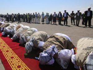 """Video: Sambutan Meriah untuk Para Tahanan Yaman, """"Selamat Datang Pahlawan"""""""