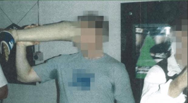 Viral: Beredar Foto Tentara Australia Minum Bir dari Kaki Palsu Militan Taliban yang Dibunuh