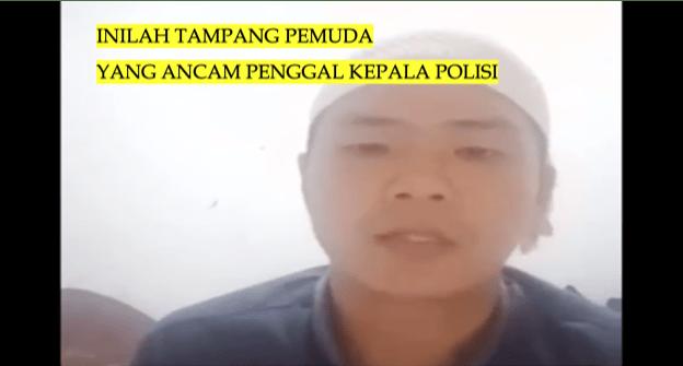 Video Seorang Pria Ancam Penggal Kepala Polisi Jika Tangkap Habib Rizieq