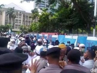 Polisi Bubarkan Aksi 1812 dan Tangkap Sejumlah Orang