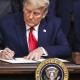 Surat Misterius Trump Kepada Biden di Meja Presiden AS
