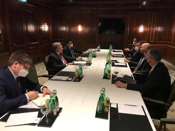 Delegasi Rusia-AS Bertemu Bahas Pencabutan Sanksi atas Iran