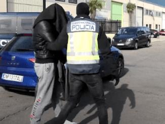 """Polisi Tangkap """"Sales Donasi"""" yang Danai Teroris Suriah"""