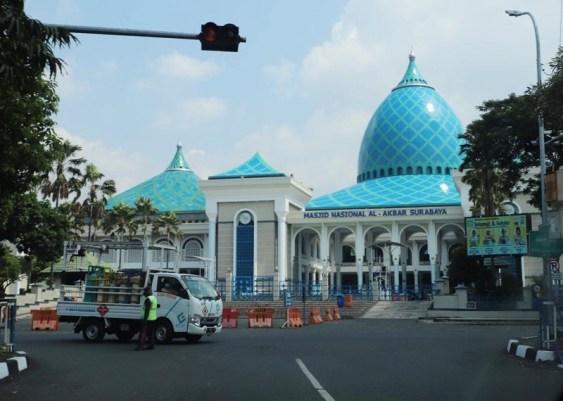 Saat Pandemi, Masjid Al-Akbar Tetap Gelar Shalat Idul Fitri