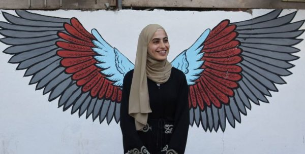 "Aktivis Palestina ""Muna Al-kurd"" Sampaikan Pesan Kuat dalam Pidato Kelulusan"