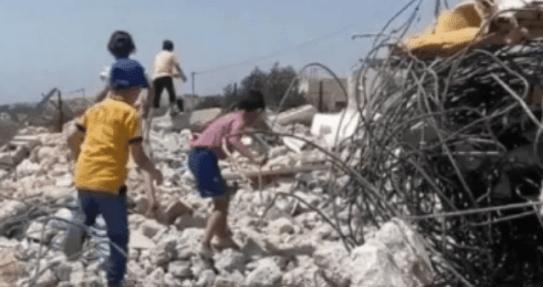 Israel Paksa Keluarga di Yerusalem Hancurkan Rumah Mereka Sendiri