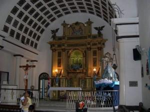 Altar de la iglesia de Nuestra Señora de Regla, que data de 1818.