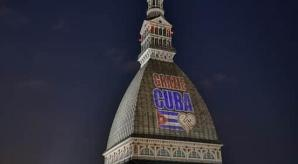 El símbolo de Turín se iluminó por Cuba