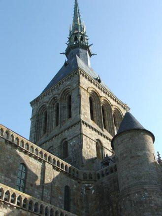 Una de las torres de la abadía
