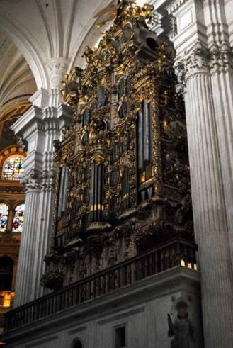 Órgano en el interior de la catedral