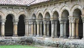 Vista del claustro de la Colegiata de Santa Juliana