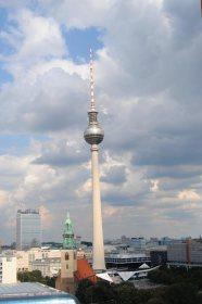 Fernsehturm desde la Catedral de Berlín