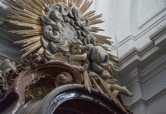 Detalle de angelote en el interior de la iglesia de Nuevo Baztán