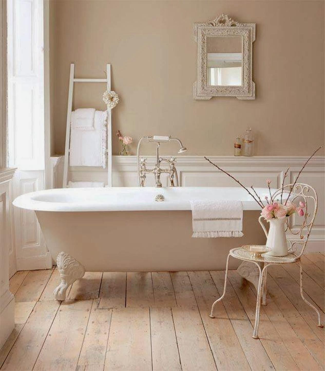 Vasca da bagno romantica con candele : vasca da bagno in ...