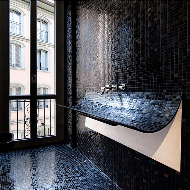 Il bagno moderno con il mosaico potrebbe essere un 39 ottima - Mosaico blu bagno ...
