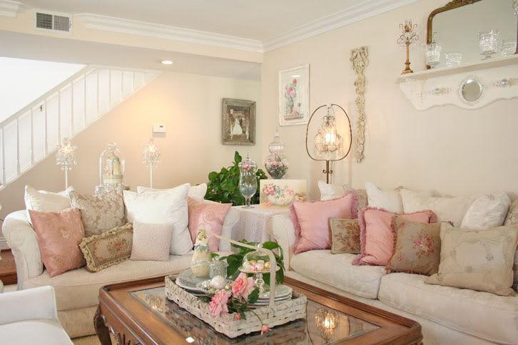 Le pareti color crema sono le più adatte ad una casa shabby