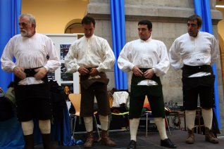 Imáxenes Arribada 2008: Amuesa d'indumentaria tradicional asturiana entamada por La Corexa (20-09-08)