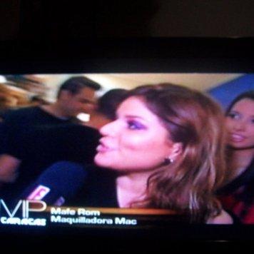 Entrevista en E! ( con apellido equivocado.. ugh)