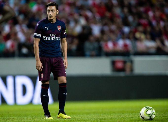 Arsenal urged to not freeze out Mesut Ozil