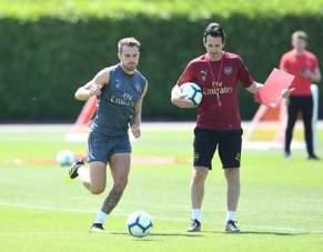 Unai Emery And Aaron Ramsey In Training