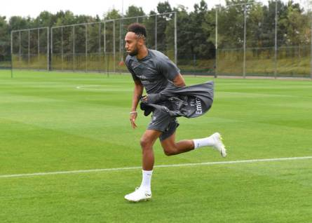 Aubameyang running at the training ground