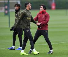 ST ALBANS, ENGLAND - OCTOBER 27: Unai Emery the Head of Arsenal and Pierre-Emerick Aubameyang during the Arsenal Training Session at London Colney on October 27, 2018 in St Albans, England. (Photo by David Price/Arsenal FC via Getty Images) *** Local Caption *** Unai Emery; Pierre-Emerick Aubameyang