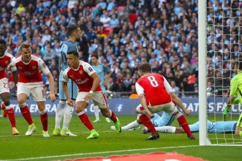 Arsenal come from behind to clinch FA Cup Final place