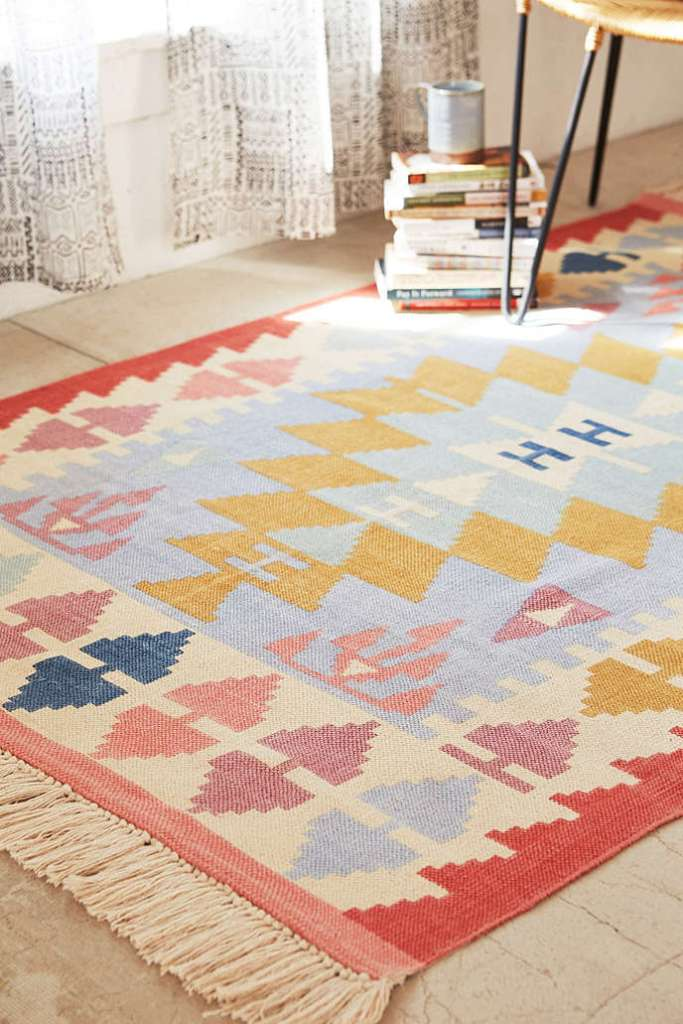 trend-alert-kilim-woven-rug-and-accessories