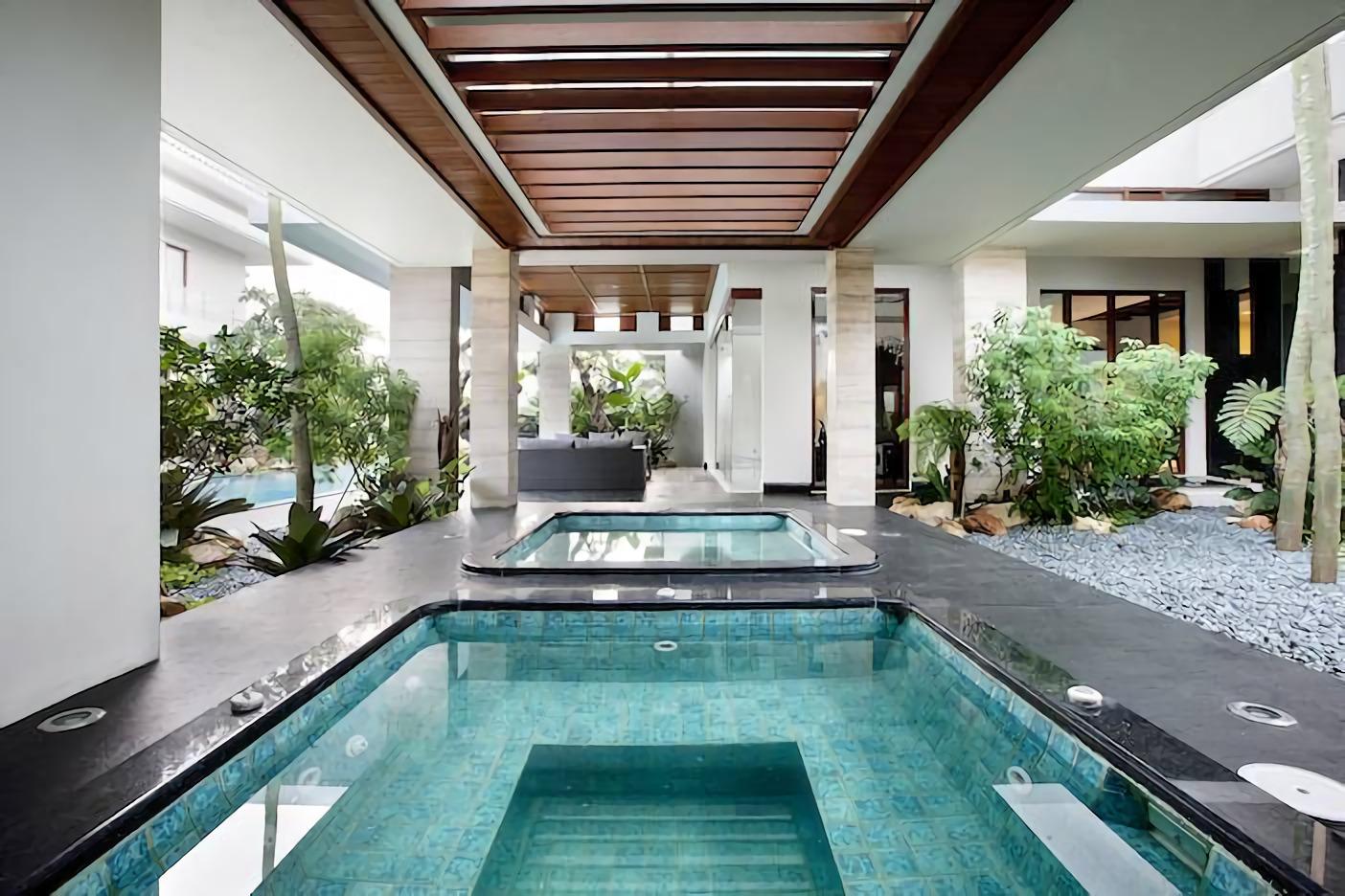 8 Desain Rumah Mewah Dengan Interior Garden Yang Mempesona Arsitag