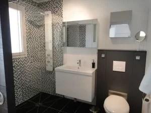 11-desain-kamar-mandi-kecil-mungil-minimalis-sederhana