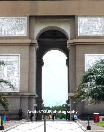 """Monumen Simpang Lima Gumul: """"Paris""""-nya Kediri?   arsitektour"""